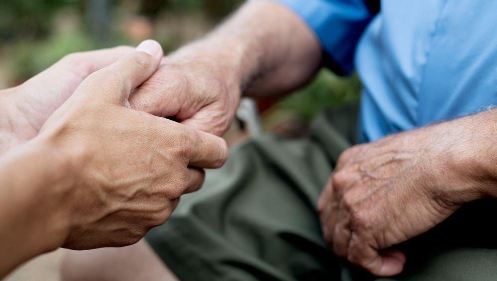 Besuchsverbot im Pflegeheim: Wie ging es Angehörigen und den Alten damit?